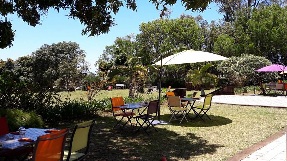 Restaurant la cour la reunion jardin terrasse carte de for La jardin restaurant 2016